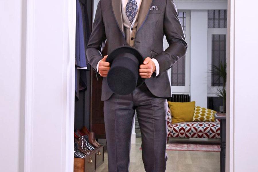 Chistera negra para traje de ceremonia para hombre.