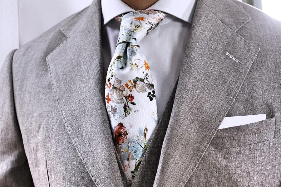 Corbata de estampado floral, temporada 2018.